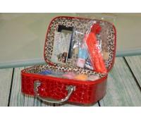 Дорожній швейний набір у валізці Deny червоний